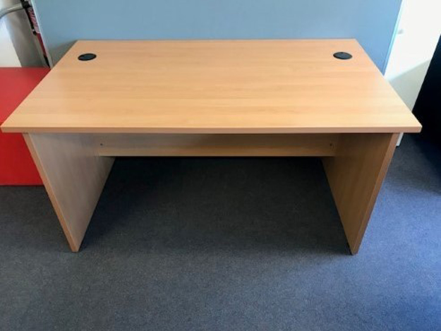 Picture of SD 4 - 1400mm Straight Desk