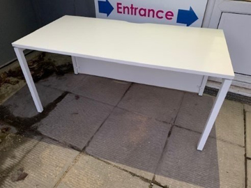 Picture of SD 6 - 1600MM Straight Desk