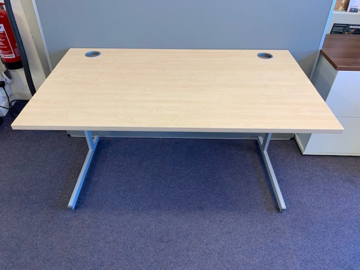 Picture of SD 6 - 1400mm Straight Desk