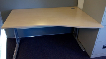Picture of WD 5 - 1400mm Right Hand Wave Desk