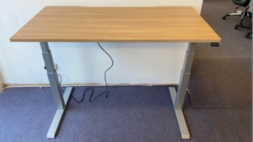 Picture of SD 14 - 1400mm Straight Electric Height Adjustable Desk