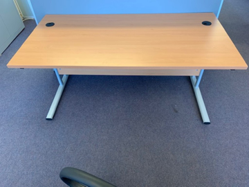 Picture of SD 11 - 1400mm Straight Desk