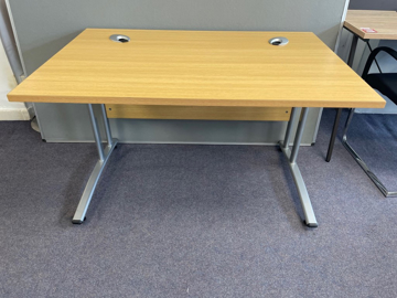Picture of SD 8 - 1200mm Straight Desk