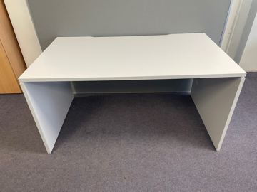 Picture of SD 5 - 1400mm Straight Desk